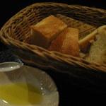 オルティージャ - 自家製フォカッチャ、オリーブオイルが最高!