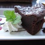 nap cafe - チョコがたっぷり用いられて、ずっしり感と濃厚感いっぱいのデザートです。