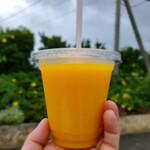 すくばりテラス - まるごと1個マンゴージュース