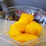 すくばりテラス - カットマンゴー(テイクアウト専用)、機内に持ち込むとちょうど食べ頃
