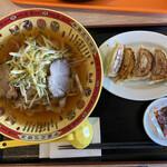 中華料理 春菜園 - 料理写真:ネギ油チャーシュー刀削麺と餃子。