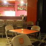 キックバック カフェ - 客席・カウンター
