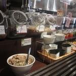 農家の台所カレー専門店 - トッピングはバイキング形式