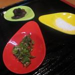 農家の台所カレー専門店 - 青唐辛子・レーズン・塩などなど・・・