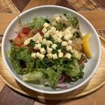 メレンゲ - 料理写真:サーモンとチーズのアボカドボウル(¥980)