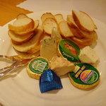 コンキリエ - チーズ盛り合わせ(2009.4画像追加)