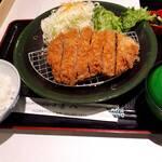 tonkatsutowashokunomisechouhachi - 上ロースカツ定食アップ