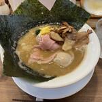 オモテナシヌードル まつじ - 特製濃炊錦爽鶏そば。1080円。