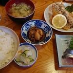 香海 - 料理写真:本日のランチ 刺し身盛り合わせ&イワシフライ