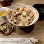 141712017 - 特上もつ入り親子丼                       スープと漬物は付いています♪