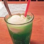 キッチン・オバサン - ノスタルジーに浸れるクリームソーダ