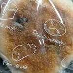 ニコラス精養堂 - 黒豆クリームチーズパン