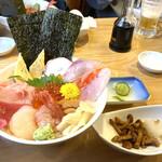 魚志 - 1番人気スペシャル海鮮丼