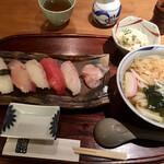 141747911 - ランチ                       握り寿司五貫とたぬきうどんにサラダ付き                        2020.11