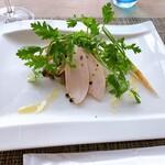 141755249 - 爽やか健味鶏の塩麹マリネとサッパリきのこに岡山県のパクチーを添え