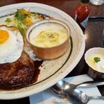 レストランチロル  - 料理写真:ロコモコセットの全貌!デッカイワンプレート。こうでなきゃ!