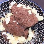 サラーム - オレンジチョコレートムース。生クリームの代わりにアーモンドミルク、かな?濃厚かつオレンジの香りが爽やか!¥600くらい