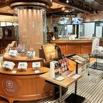 イシヤカフェ - 内観写真:チョコレート工場をイメージしたお店は、店頭に設置されたチョコが流れる滝が存在感抜群