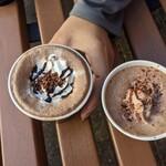 ゴディバ - 料理写真:左がダークチョコレートブラウニー、右がダーク72%