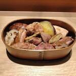 ワインショップ&ダイナー FUJIMARU - 京赤地鶏炭火焼き丼 1100円