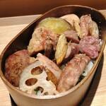 ワインショップ&ダイナー FUJIMARU - モモ、ズリ、ささみ、つくねや根菜類まで入ってます。
