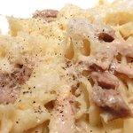 ビステッカ - 【'12/07/26撮影フッジローニ やわらかチキンとたっぷりチーズ 1000円 のたっぷりチーズのチキン煮込み/ネジ形ショートパスタ