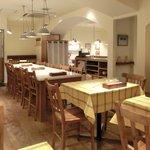 ビステッカ - 【'12/07/26撮影店内のテーブル席の風景です