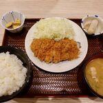 かつ庵 - 料理写真:黒豚ロースかつ定食+ごはん大盛り+しる汁変更 1090円(税別)