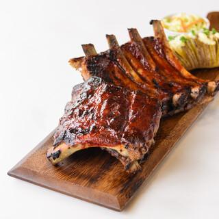 肉料理も魚料理も!幅広いメニューが楽しめる♪