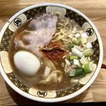 ラーメン凪 - 『焼きあご薫る煮干しラーメン味玉入り』様(910円)