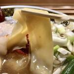 ラーメン凪 - 麺は2種入っていて、この【いったん麺】が本当に旨い♡
