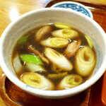 銀座 長寿庵 - 鴨汁は出来立てアツアツ! 醤油を強めに効かせ、関東らしいはっきりした味のつけ汁