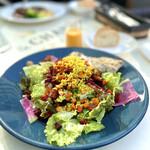オランジェ - 彩り野菜とローストした根菜のサラダランチ 有機人参ドレッシング+グリルチキン追加