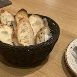 ナナイロイートアットホーム - アヒージョ用のパン