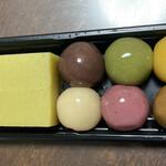 舟和 - あんこ玉は6種類、芋ようかんは2個入り