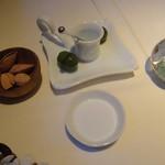 エパヌイ - オリーブ 殻つきアーモンド