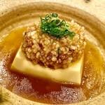 141855779 - 本州鹿の脳味噌を麻婆豆腐に見立てた料理。合わせ出汁の餡がやや甘めの中華風に仕上がっている。脳味噌ってこんな味なんだと驚くしかない。