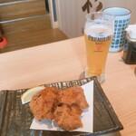 鮨・酒・肴 杉玉 - 鶏唐揚げ/生ビール(ちび)