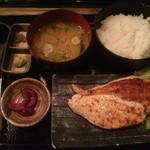 14186833 - 大山鶏 刺身ステーキ定食