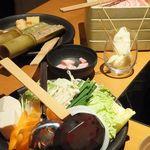 しゃぶしゃぶ温野菜 - 前と奥は初期提供される肉と野菜。