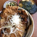 十勝豚丼 いっぴん - 料理写真:豚丼と味噌汁 1000円