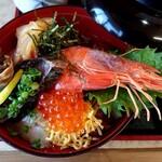 141869937 - 海鮮丼のアップ