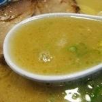 博多麺房 赤のれん - 濃厚豚骨スープ