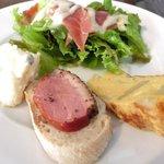 Bar GRANVIA - 魚介のパエージャランチ 1000円 の前菜盛り合わせ