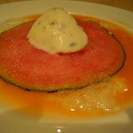 Trattoria VICINO - ドルチェは遊び心満載。西瓜スライスの下にブラッドオレンジのソルベ。上にはゴルゴンゾーラ。