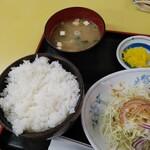 中華飯店 ごくう - 本日のサービス品油淋鶏定食ご飯大盛り