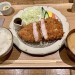 Front du CHATON - ロースカツ定食1500円