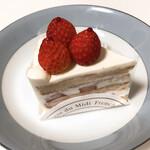 141879282 - 苺のショートケーキ【ブラン】