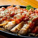 腹ペコ酒場 西荻ペッコリーノ - 鉄板鶏焼き トマトソース