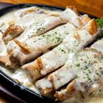 腹ペコ酒場 西荻ペッコリーノ - 鉄板鶏焼き ゴルゴンゾーラソース